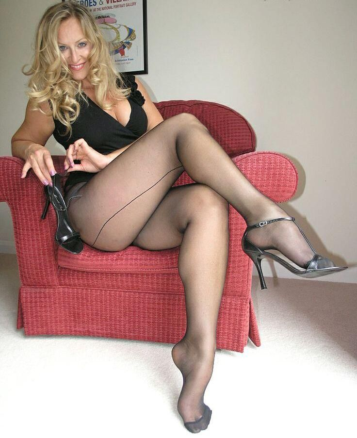Babes In Hot Pantyhose Showing