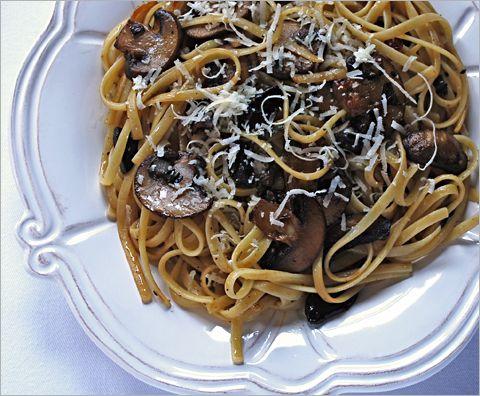 Something to try with my black garlic: mushroom-black-garlic-linguine