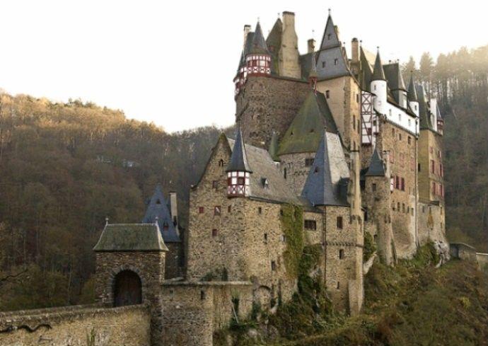 Castelo  Hunyad - casa do Dracula - Vlad lll  -  Dracula foi prisioneiro por 7 anos  - Romênia.