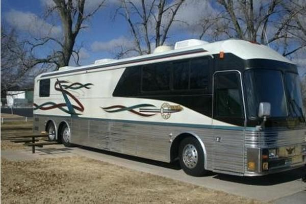 !981 Silver Eagle Bus, 45 FT. 2 Slide outs, 5 bed rooms. FOR SALE