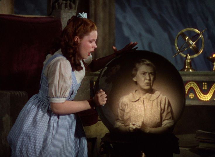 Still of Judy Garland and Clara Blandick in The Wizard of Oz (1939) http://www.movpins.com/dHQwMDMyMTM4/the-wizard-of-oz-(1939)/still-712672256