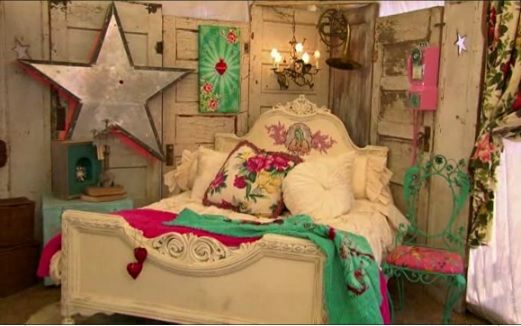 I love that The Junk Gypsies are now showing their decorating on HGTV.  They are so creative.  http://www.hgtv.com/video/texas-antiques-week-video/index.html