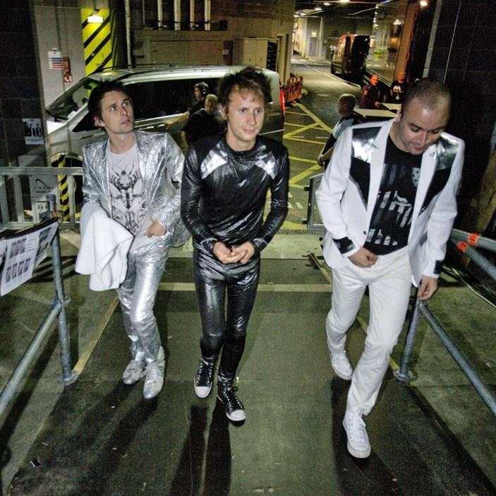 Muse live in der Olympiahalle München: http://www.dermuenchenblog.de/konzerte/nur-zwei-konzerte-deutschland-muse-live-der-olympiahalle-munchen/#