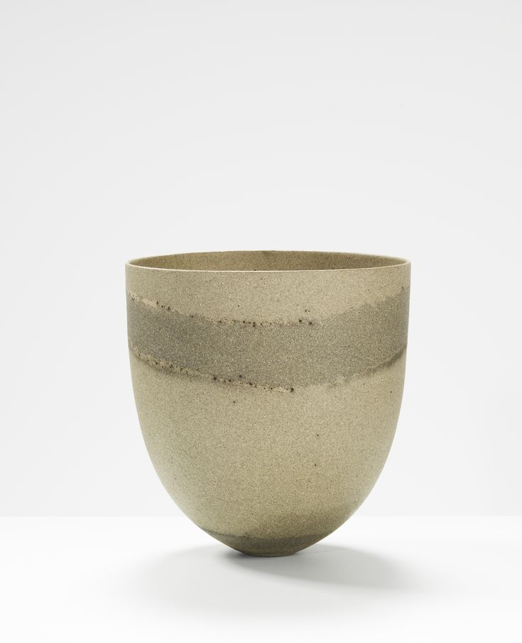 Jennifer Lee, Sand-grained, dark and speckled bands, 1998 Handbuilt coloured stoneware, 22.5 cm (h) #jenniferleeceramics #ceramic