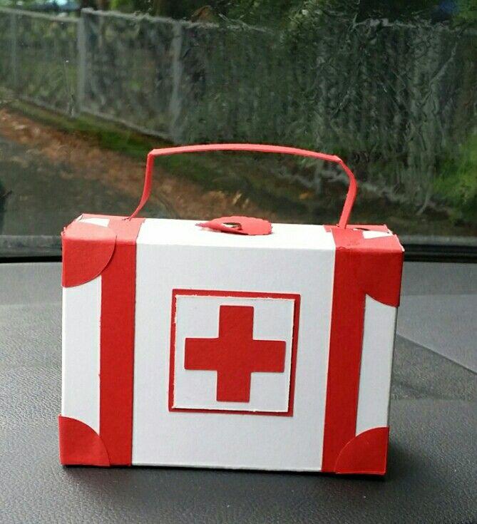Notfallkoffer für einen kleinen Patienten