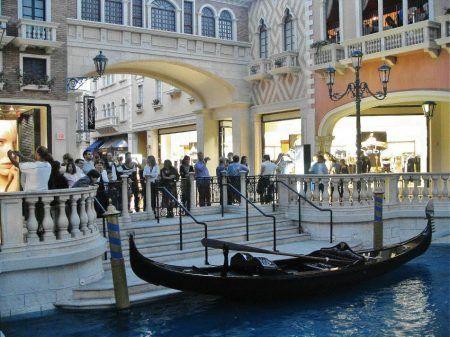 Góndolas en el interior del Hotel Venecia en Las Vegas