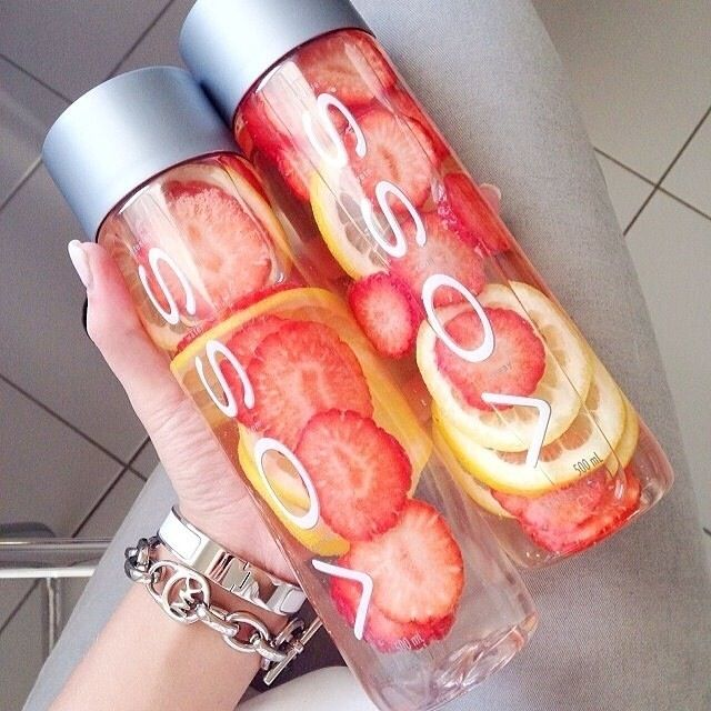 Strawberry and lemon detox water