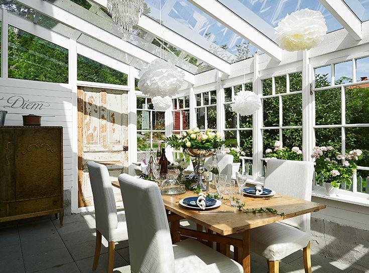 Orangeri med glastak (svårt att hålla rent - jovisst) som är snyggt integrerat med huset. Bild från stadshem.se