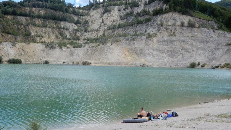 Jazero v lome