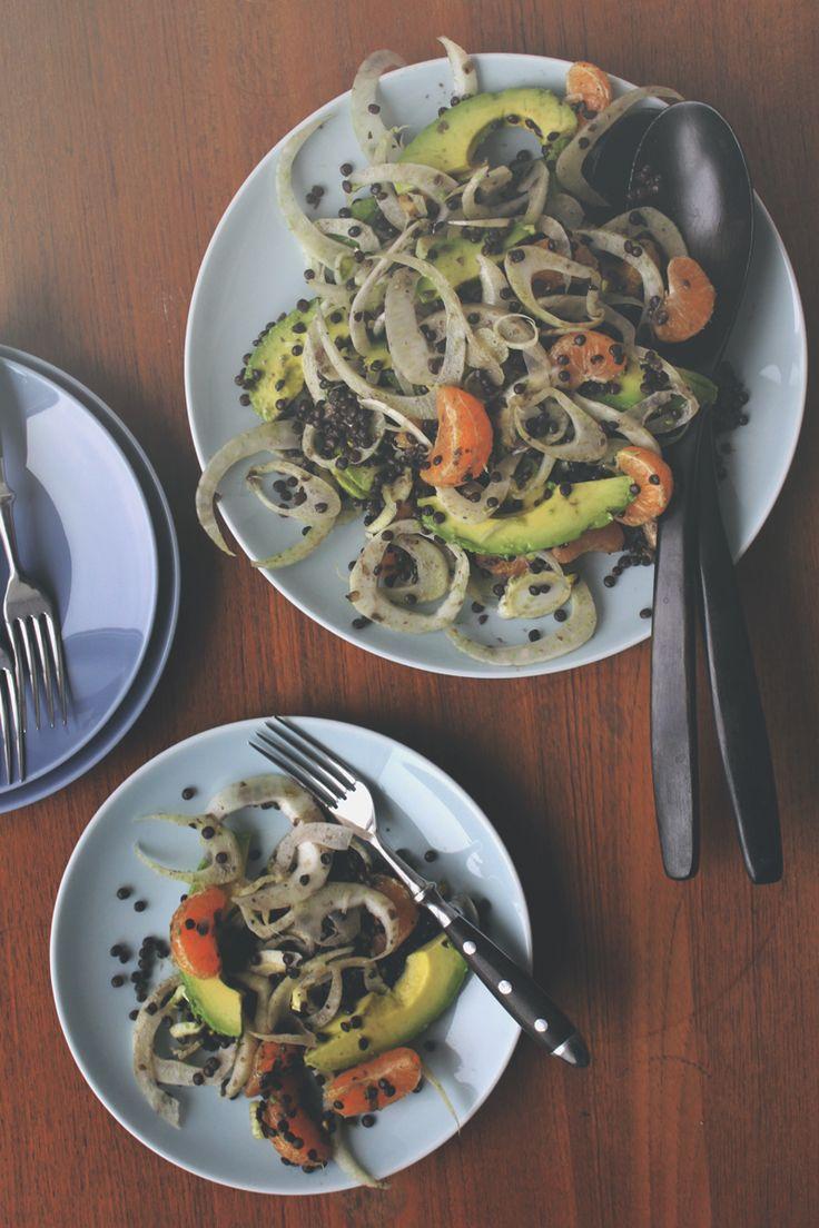 I dag får i opskriften på en rigtig god, mættende vintersalat, fyldt med smukke, sorte belugalinser og ingredienser, der er til at finde i supermarkederne, nu hvor vi må vente lidt endnu på frisk (økologisk) forårsgrønt. Vi har spist salaten flere gange herhjemme den sidste tid, og den er et....
