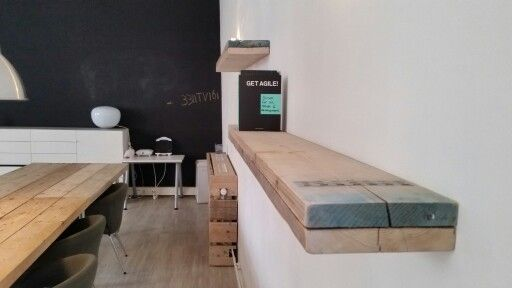 Stoere boekenplank van steigerhout. Laat hem op maat maken en bestel hem op www.alshetmaarvanhoutis.nl