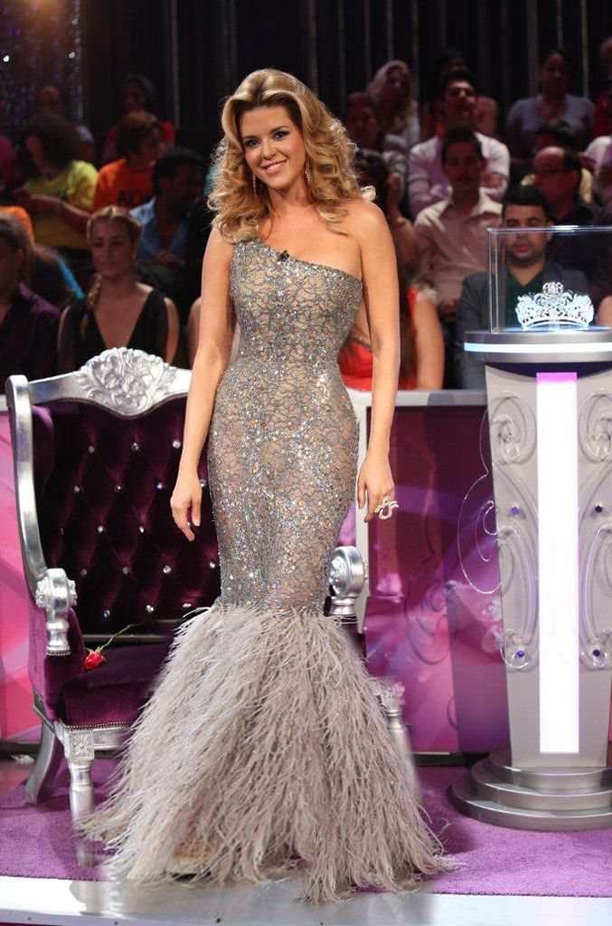 Alicia Machado, Miss Universe 1996, Gray strech lace with silver and gold embroidery