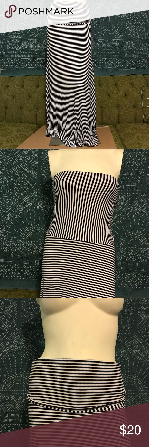 Gap black and white Maxi skirt/ Tube Dress size S This is a good cotton piece that can be worn two ways. Folded over as a skirt and all the way unfolded like a tube top Maxi dress. Can be worn with tights underneath in these colder months! GAP Skirts Maxi
