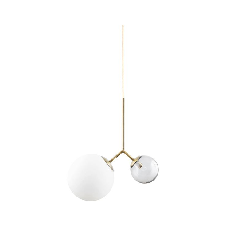 Trident pendel fra House Doctor, en nydelig lampe med en moderne og elegant design. Lampen har to gl...