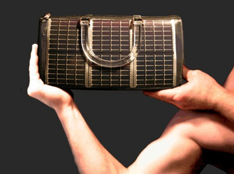 This is an awesome purse made of solar cells, enough to power a cell phone battery in 2 hours.: Power Purses, Solar Panels, Cell Phones, Phonecharg Pur, Phones Charging Pur, Solar Power, Hightech Handbags, Handbags Usb, Power Handbags