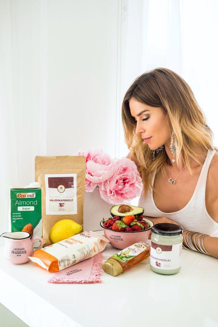 Dukai Regina 2 vendégváró receptet készített el a Naurel saját márkás bio alapanyagai segítségével ☺️❤️ Olvassátok el a recepteket, és a sütésről szóló történetét a blogján--> http://dukairegina.hu/2017/06/10/egeszseges-finomsagok Köszönjük szépen Regina, a csodás képeket pedig Borzi Viviennek 💕
