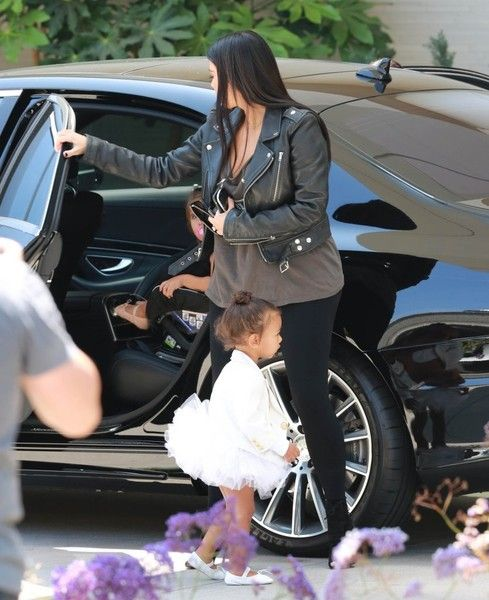 Kim Kardashian Photos Photos - Reality stars Kim Kardashian and her sister Kourtney take their daughters to the Westfield Mall after dance class on May 28, 2015 in Woodland Hills, California. According to a story in Us Weekly, Kim and her husband Kanye West may look to surrogacy due to fertility issues after a year of trying to get pregnant again. - Kim and Kourtney Kardashian Take Their Daughters to the Mall