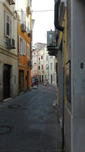 Smalle straatjes in Piran Slovenië
