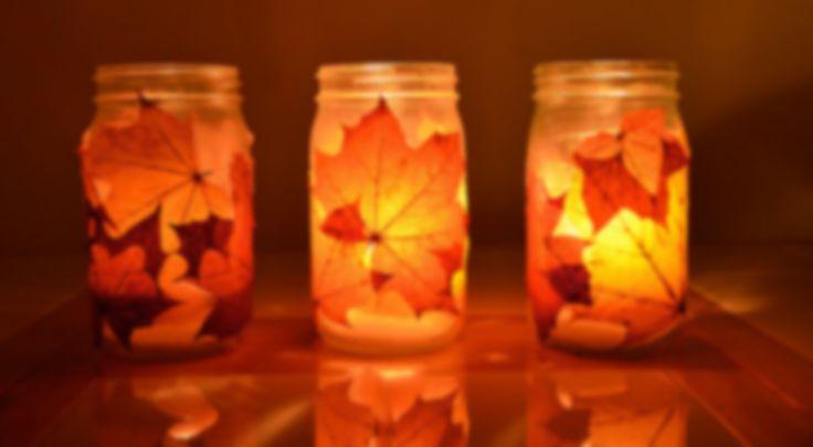 Envie d'une déco d'automne chaleureuse ? Fabriquez facilement des lanternes automnales à partir de bocaux en verre. Déco et recyclage DIY