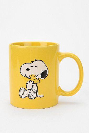 Impossible de ne pas se lever du bon pied lorsque la tasse de café chaud qui nous attend en est une de... Snoopy!   Venez peindre votre propre tasse de bonne humeur au Crackpot Café!