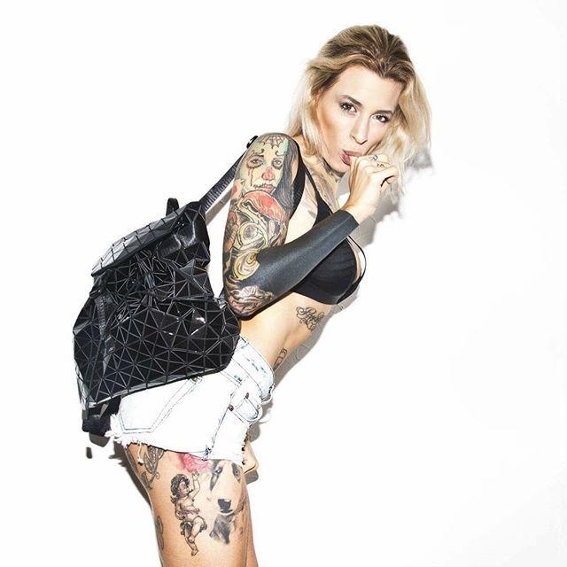 @lucie.clement ---------------------- #lucieclement #portrait #blonde #armygirl #undiz @undiz_france #tatts #tattoos #tattoomodel #inked #inkedup #inkedgirls #inkeddiva #inkedbarbie #californiadreaming #potd #backpack #diamond #blackdiamond @cinkderella #cinkderella #undizfamily