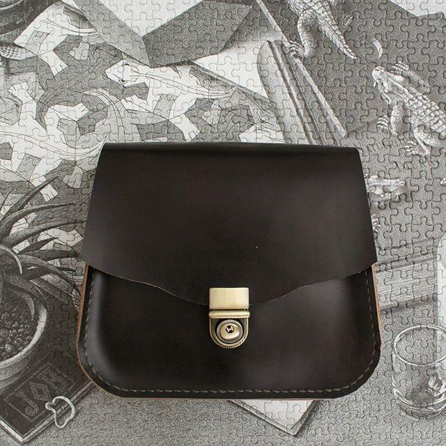 Mini saddle bag #saddlebags #leatherbags #bags #minibag #handmade #leathersewing #shemakesbags