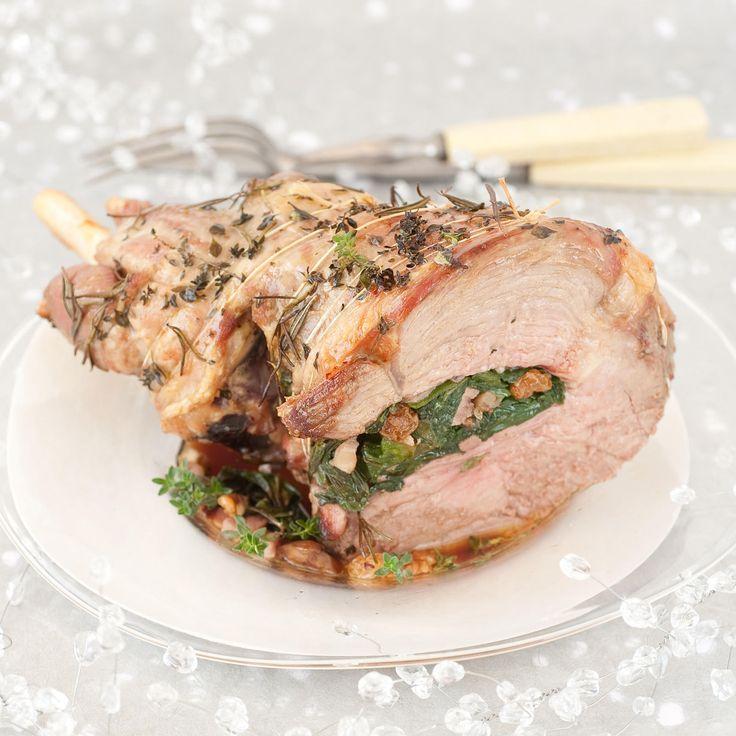Recette de pâques : Découvrez la recette Gigot d'agneau farci aux herbes sur cuisineactuelle.fr.