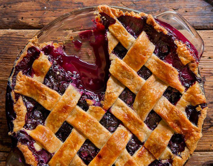 Notre recette de tarte aux bleuets est toute simple et rapide à cuisiner. C'est bon à s'en lécher les doigts.