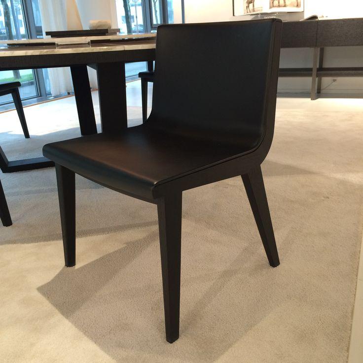 Stilren sort spisebordsstol