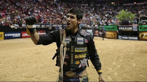 Silvano Alves PBR champ