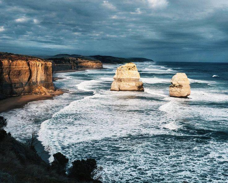 Ocean road et les 12 apôtres au sud de l'Australie: merveilles de la nature  #cliffs#12apostles#sea#landscape by ludivineoff http://ift.tt/1ijk11S