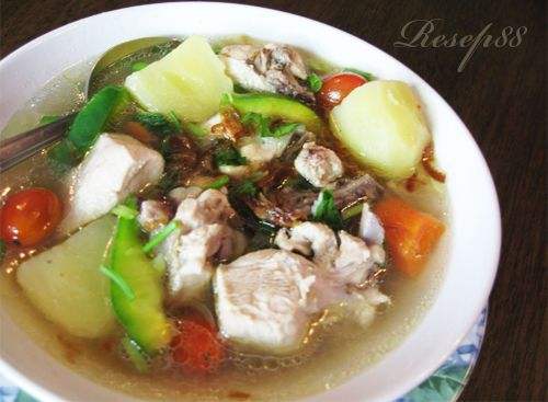 Indonesian Chicken Soup. No MSG, no factory-made broth, everything is fresh. Recipe in Bahasa Indonesia.