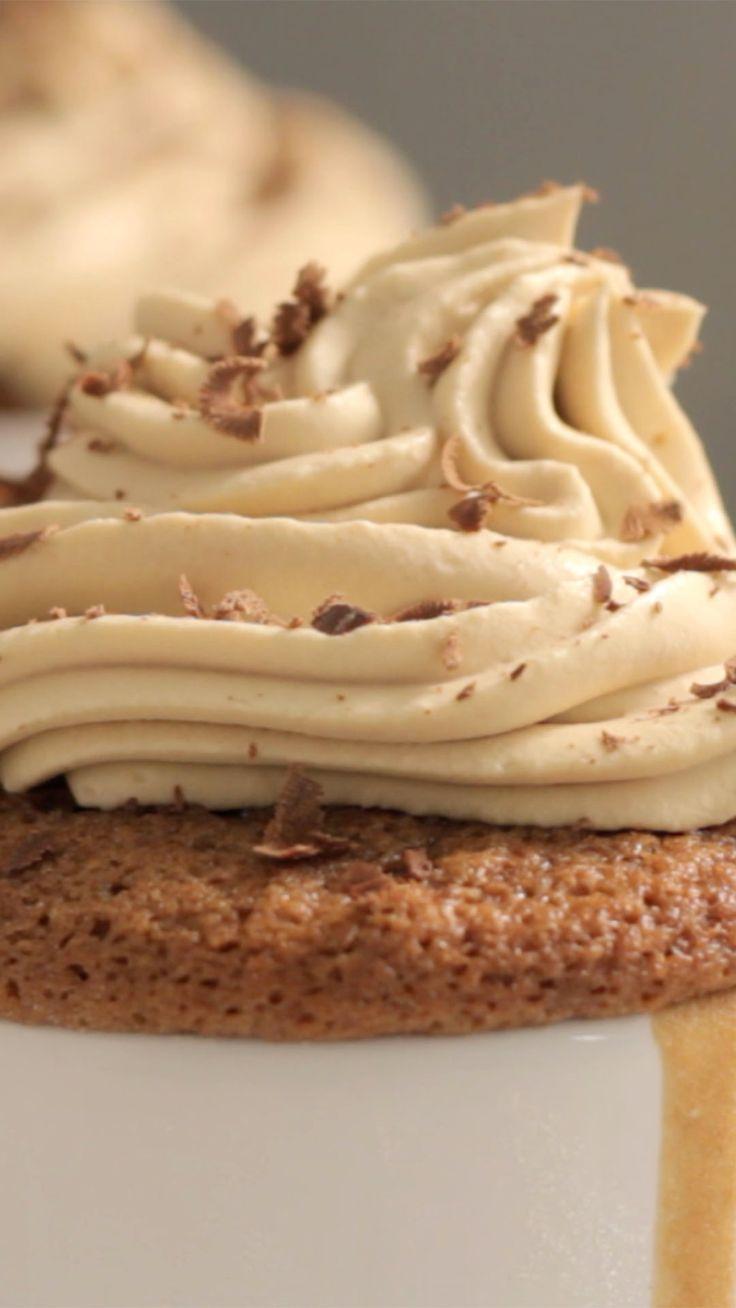 Cupcake de café com chantilly, charmoso e super saboroso.                                                                                                                                                                                 Mais