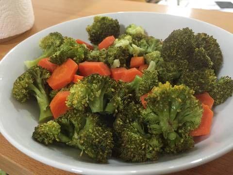 Brócoli al vapor en estuche lekué fácil y rápido Receta de Marieta - Cookpad
