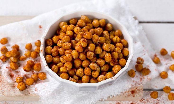 Når du bare MÅ ha potetgull, er ovnsristede kikerter med masse krydder en sunn og god erstatning.