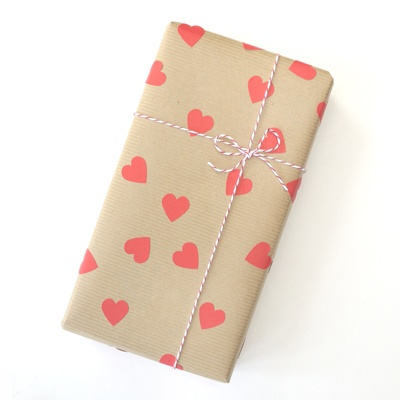 Packaging con pegatinas de corazones