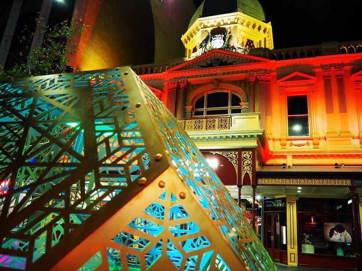 #AdelaideArcade is red this new sculpture is blue @RundleMall is gorgeous and so are you. Happy Valentine's Day everyone  Pic by Glam's @kellynoble by glamadelaide