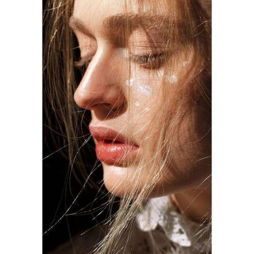 #endofaday @michalowice #model Julia #makeup @ania.poniatowska...  #endofaday @michalowice #model Julia #makeup @ania.poniatowska #huaweipvf2017 #auniqueportrait @vogueitalia #ooo #ritrattopersonale @huaweimobileit #vogue.it #bestofphotovogue http://ift.tt/2xKs3Zs