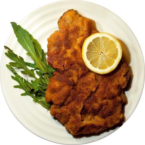 Венский шницель (Wiener Schnitzel) – Австрия – рецепт ❤ liked on Polyvore featuring food and f - meat