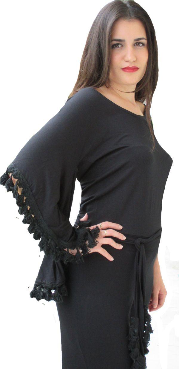 Φόρμα σε μαύρο και μπλε!! Αγκαλιάζει απαλά το σώμα και εντυπωσιάζει με τα κρόσια στα μανίκια και τη ζώνη.  http://www.hypercollection.gr/en/-/156--.html