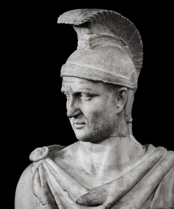 Vanitas vanitatum, et omnia vanitas — marmarinos:   Detail of a statue of emperor Trajan...