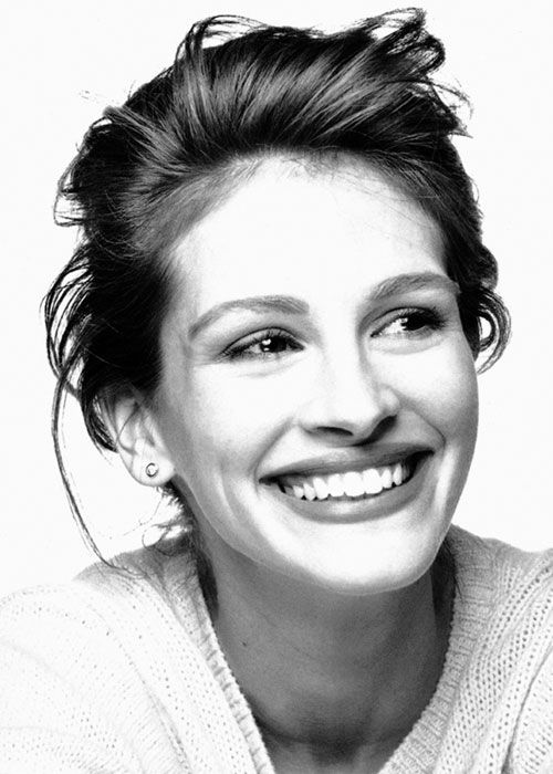 Julia Roberts she has litterally the most kindest most inviting smile anyone could have. Everything about her is beautiful! especially her laugh