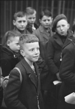 Dutch child refugees arrive in England