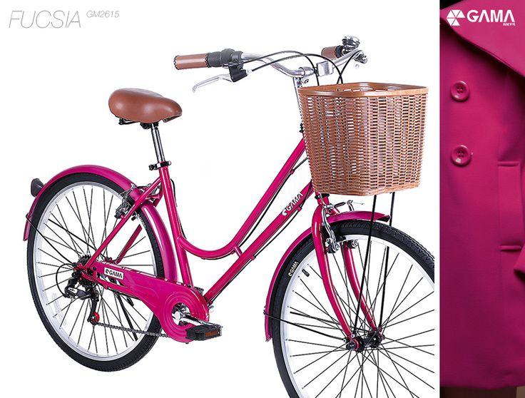 Hoy te presentamos nuestra City Fucsia. Una bicicleta de líneas clásicas y limpias, pero de colores atrevidos y cambio de seis velocidades. Simpleza y comodidad unidas de la mejor manera.   Encuentra este modelo y mucho más en la nueva Gama Store, te esperamos en Av. Las Condes 8152.