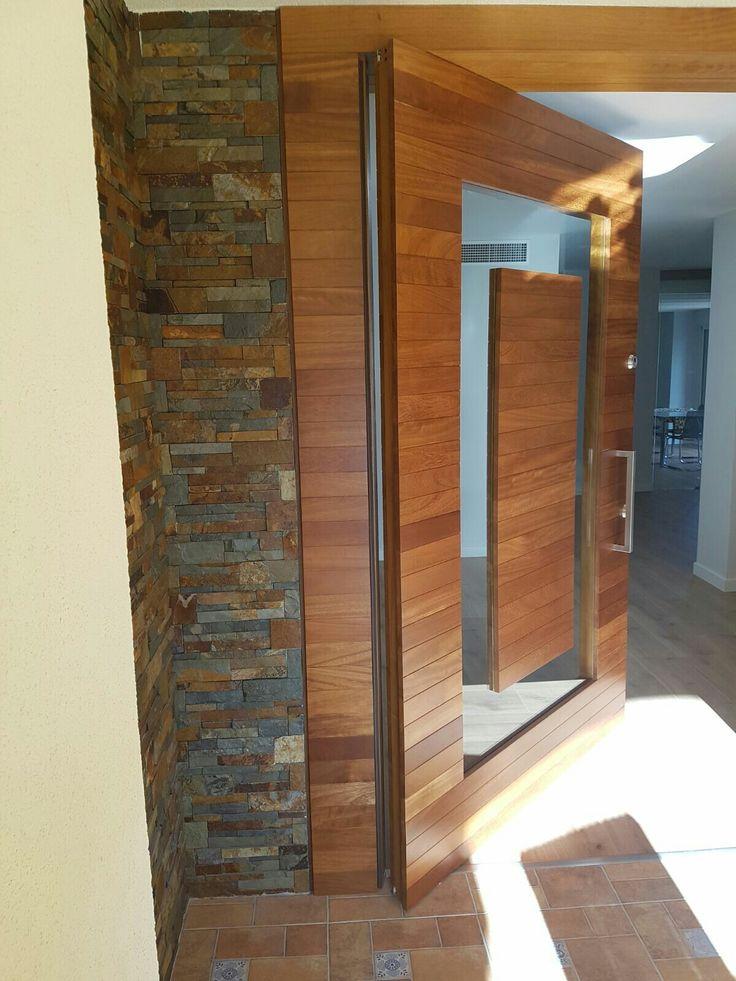 madera maciza y cristal en puerta pivotante muoz mueblista - Puerta Pivotante