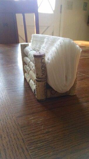 Servilletero con tapones de corcho reciclados