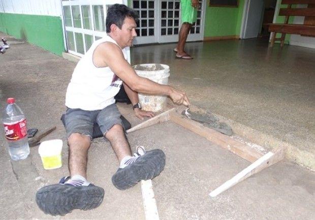 Parapléjico Construye Su Propia Rampa Para Sillas De Ruedas http://www.sitioviral.com/paraplejico-construye-su-propia-rampa-para-sillas-de-ruedas/