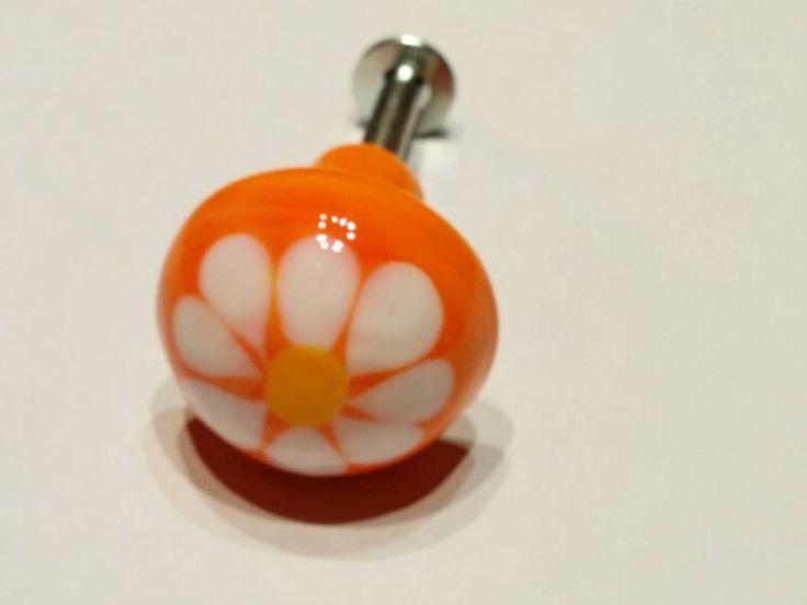 DaisyDoor/Draw Knob - Peach - Handmade lampwork - UK - SRA. - pinned by pin4etsy.com