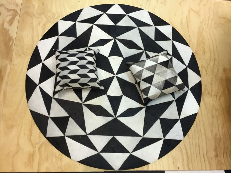 Tapete ZEB - Rug ZEB. Patchwork leather rug. Black and white! Tapetes en Cuero