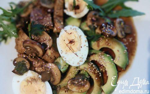 Яичный салат с куриной грудкой, авокадо и шампиньонами | Кулинарные рецепты от «Едим дома!»